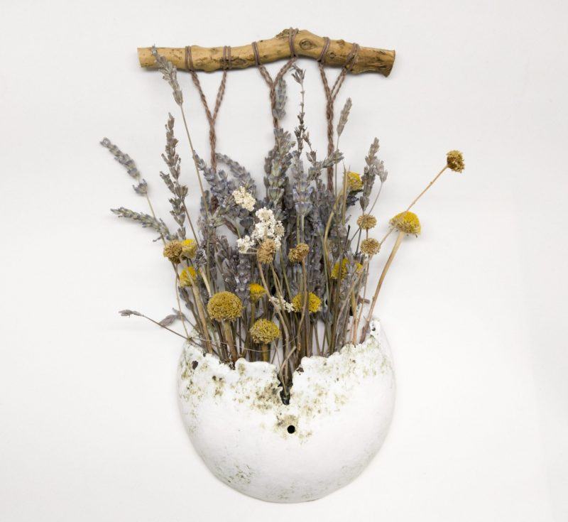 """Introducción a """"Barro. Engobe. Tú y unas flores secas."""" Te enseño a hacer este pequeño y bonito florero"""