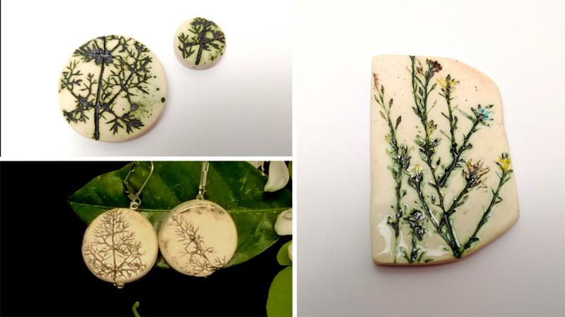 Decoración cerámica con impresiones de plantas y óxidos colorantes.